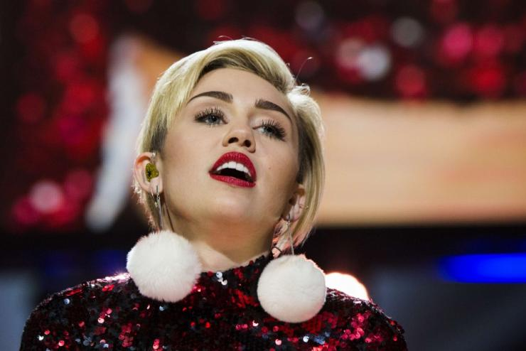 Miley Cyrus Goes Back in the Recording Studio as She ...