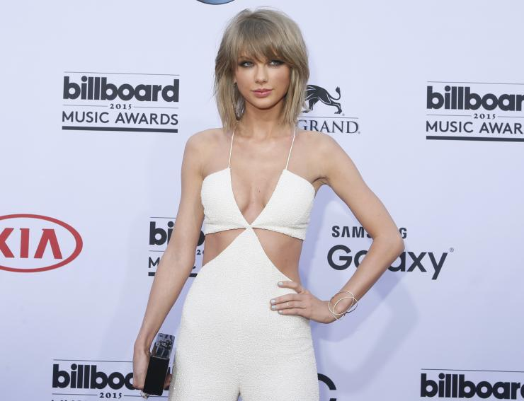 Singer Taylor Swift arrives at the 2015 Billboard Music Awards in Las Vegas, Nevada May 17, 2015.