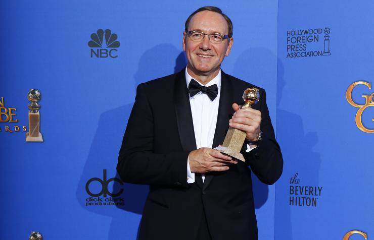 "Actor Kevin Spacey poses backstage with his award for Best Performance by an Actor in a Television Series for ""House of Cards"""
