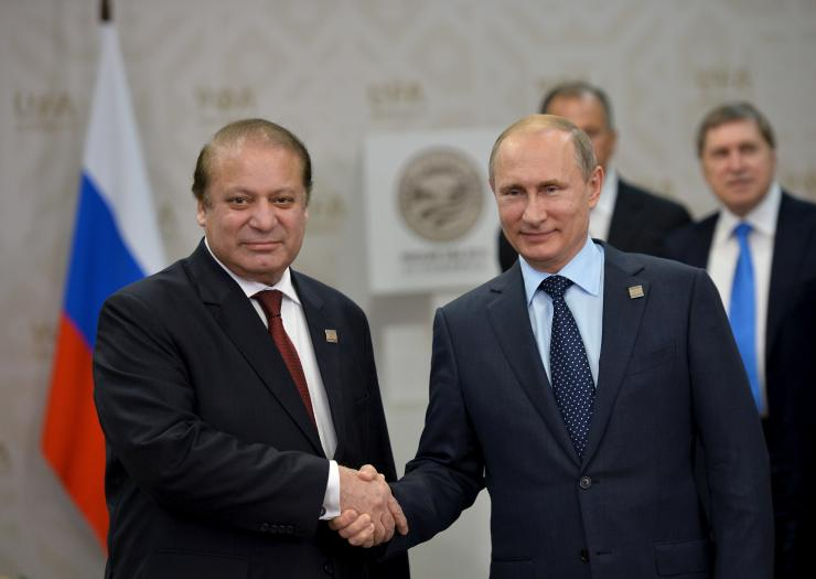 Pakistan signs landmark defence deal with Russia, tries to