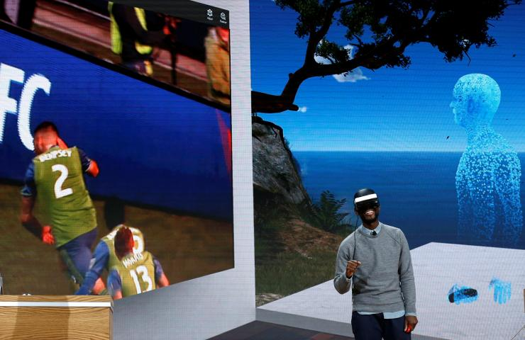 Microsoft VR controller to sell through partners