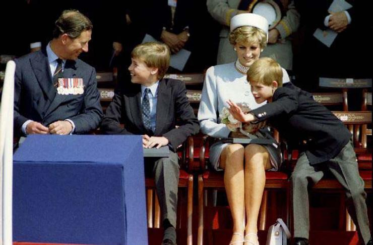 Charles, Prince of Wales (L) Prince William, Princess Diana and Prince Harry