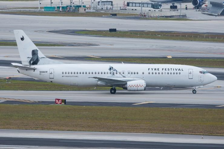N458UW_-_Swift_Air_-_Boeing_737-400_-_Fyre_Festival