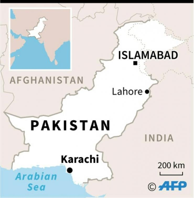Map of Pakistan locating plane crash in residential area of Karachi