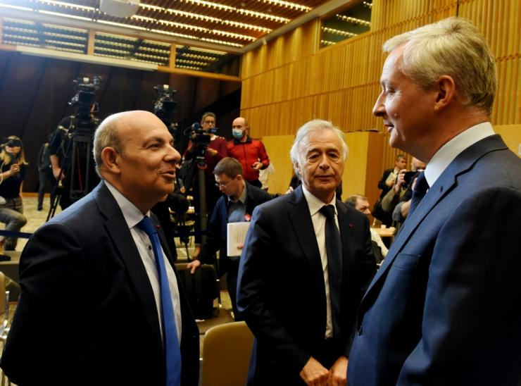 French Finance Minister Bruno Le Maire (right) discusses the way ahead with French Aerospace Industries Association chairman and Dassault Aviation CEO Eric Trappier (left) and aerospace supplier Safran's CEO Philippe Petitcolin (centre)