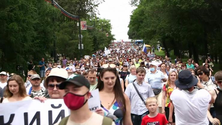 Thousands rally for arrested Khabarovsk governor Sergei Furgal on July 25.