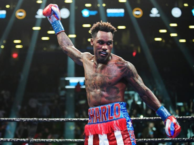 Jermall Charlo made a third defence of his WBC middleweight crown with victory over Ukraine's Sergey Derevyanchenko