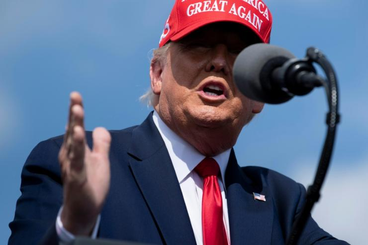 Filmed at a rally in Tampa, Florida, President Donald Trump is sticking to his strategy of downplaying the dangers of the coronavirus and seeking a reopening of the company.