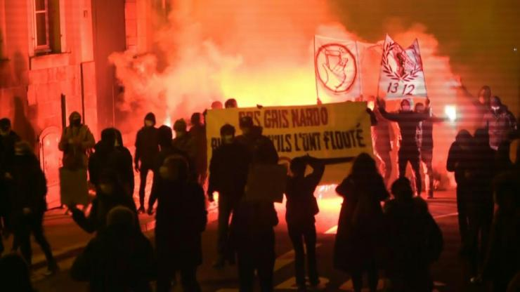 Thousands demonstrate in Nantes against the controversial proposal
