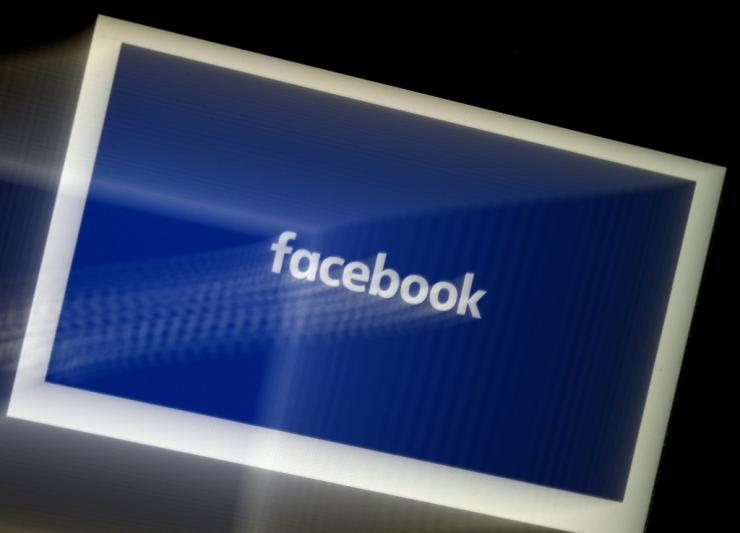 Facebook will be showing its own pop-ups to users of Apple devices to make its case for allowing targeted advertising as the iPhone maker moves to offer ways to deter data tracking.
