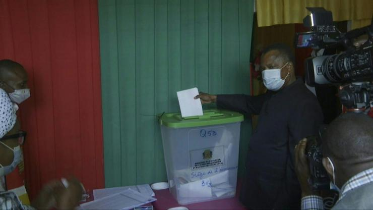 IMAGES Congo-Brazzaville President Denis Sassou Nguesso votes in the first round of the presidential election at the Wenze town polling station. The Republic of Congo is voting in a presidential election which is being boycotted by the main opposition and