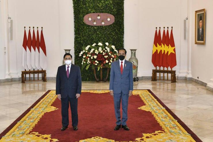 Indonesian President Joko Widodo (right) and Vietnam's Prime Minister Pham Minh Chinh at the Presidential Palace in Jakarta ahead of the ASEAN summit