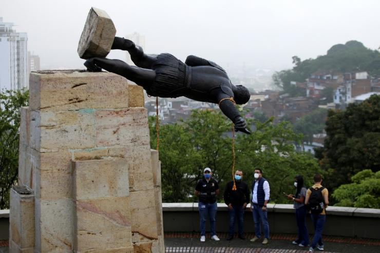 In the southeastern city of Cali, indigenous protesters pulled down a statue of Spanish conquistador Sebastian de Belalcazar